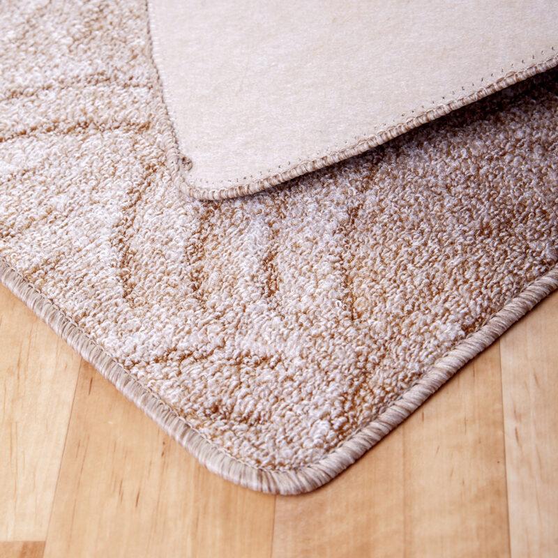 Szegett szőnyeg - Beige színben karmolt mintával - hátoldal