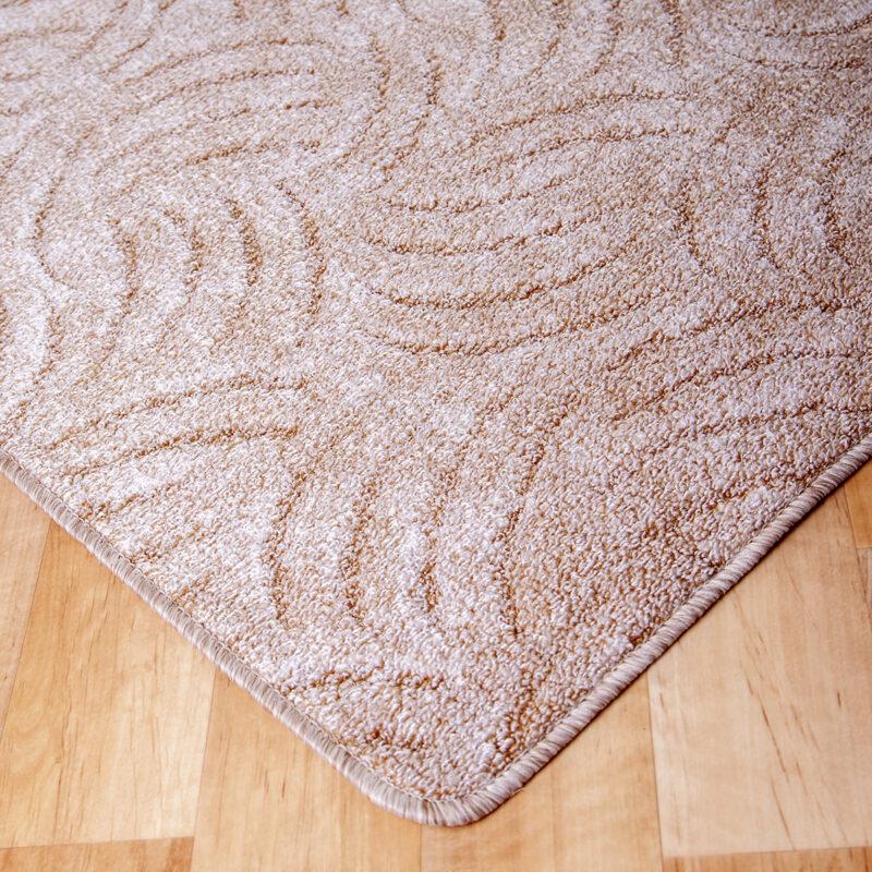 Szegett szőnyeg - Beige színben karmolt mintával - sarok