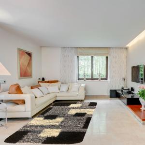 Shaggy szőnyeg 60x110 cm - Black, Grey 051 - enteriör