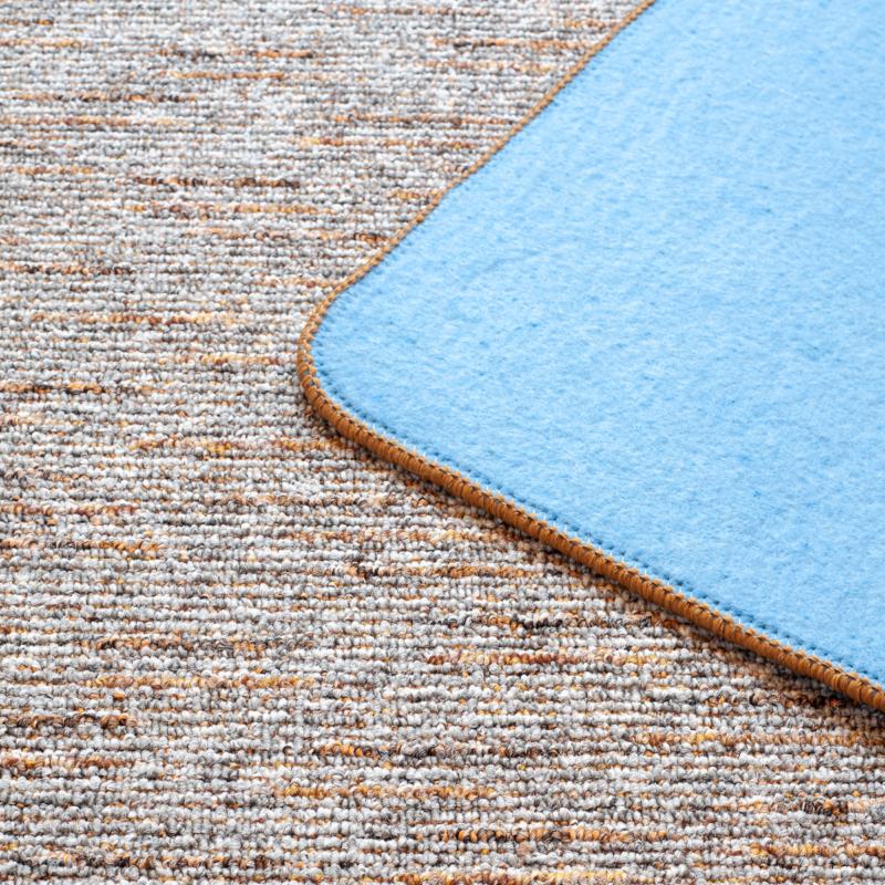 Szegett szőnyeg - Szürke-barna színben vonalas mintával - közeli 2