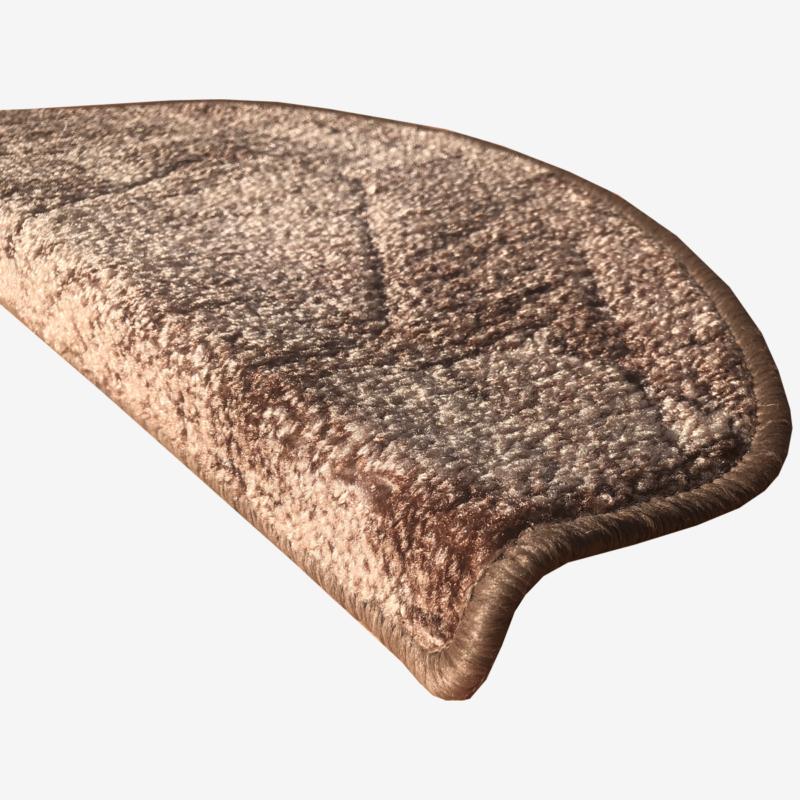 Lépcsőszőnyeg 65x24 cm - Barna színben kockás mintával - oldalról