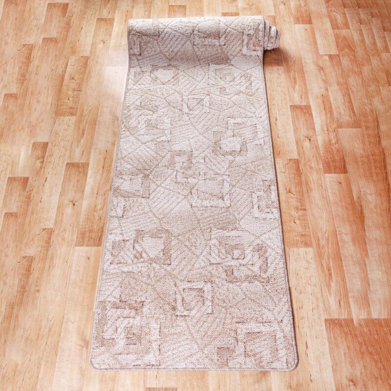 Szegett szőnyeg - Beige színben kocka mintával - feltekert