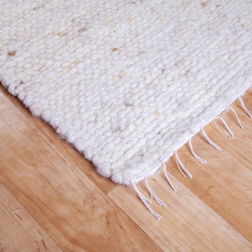 Gyapjú szőnyeg 70×200 cm – Natúr színben kevés melírozással - sarok