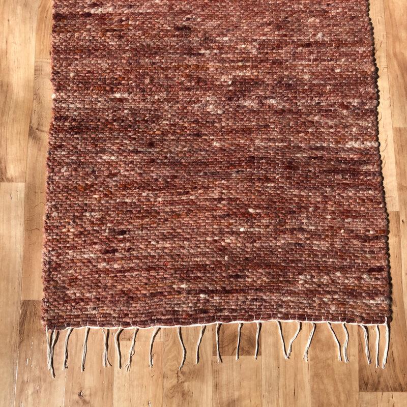 Gyapjú szőnyeg 70×200 cm – Terra színben - közeli