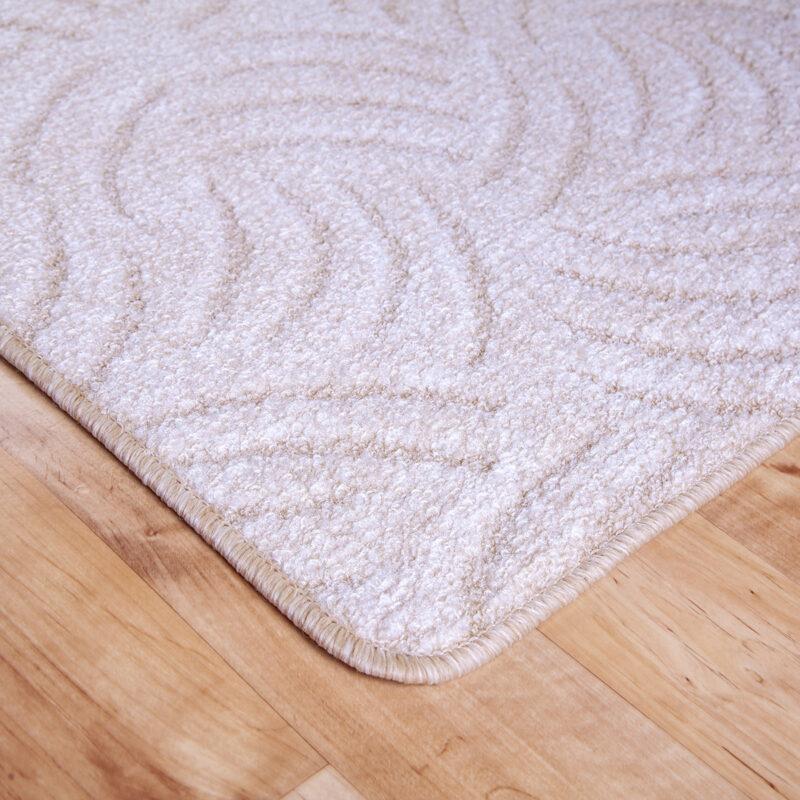 Szegett szőnyeg - Világos beige színben karmolt mintával - közeli