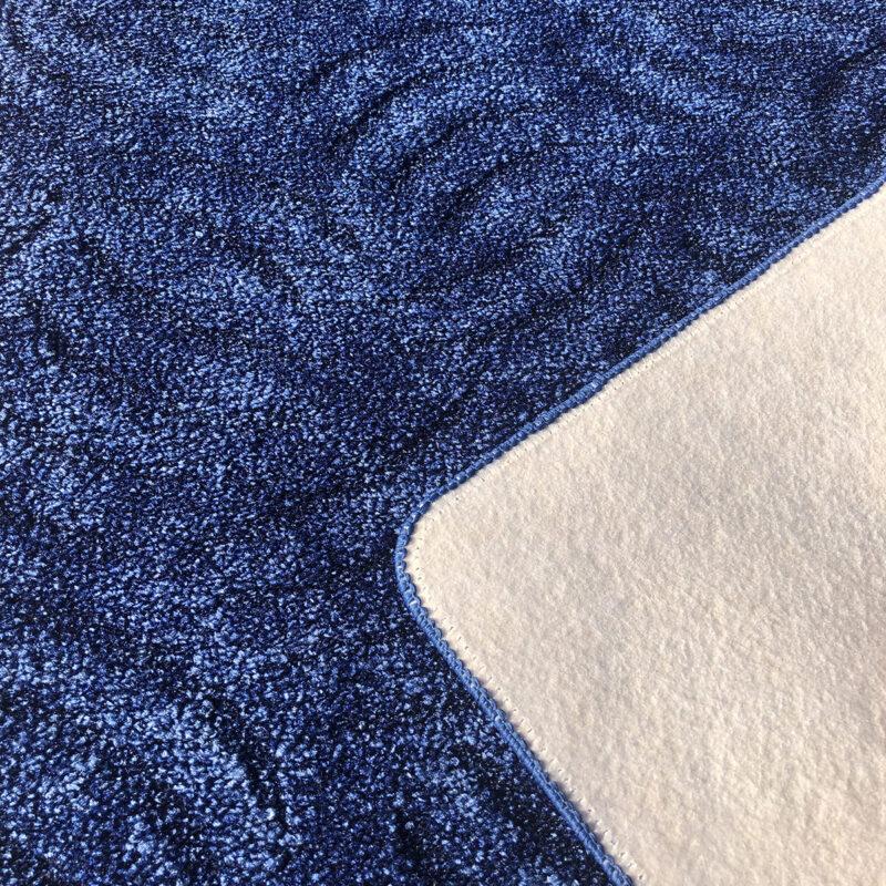 Szegett szőnyeg - Kék színben karmolt mintával - hátoldal