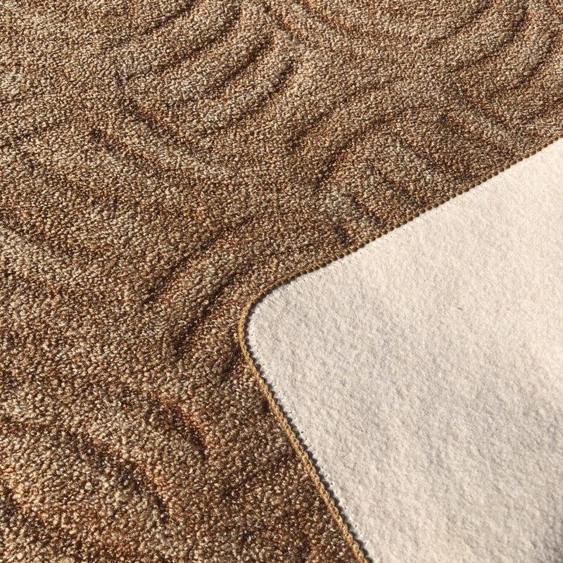 Szegett szőnyeg - Mogyoróbarna színben karmolt mintával - hátoldal