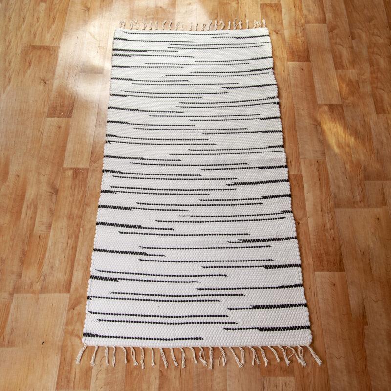 Fehér-fekete rongyszőnyeg 70x150 cm