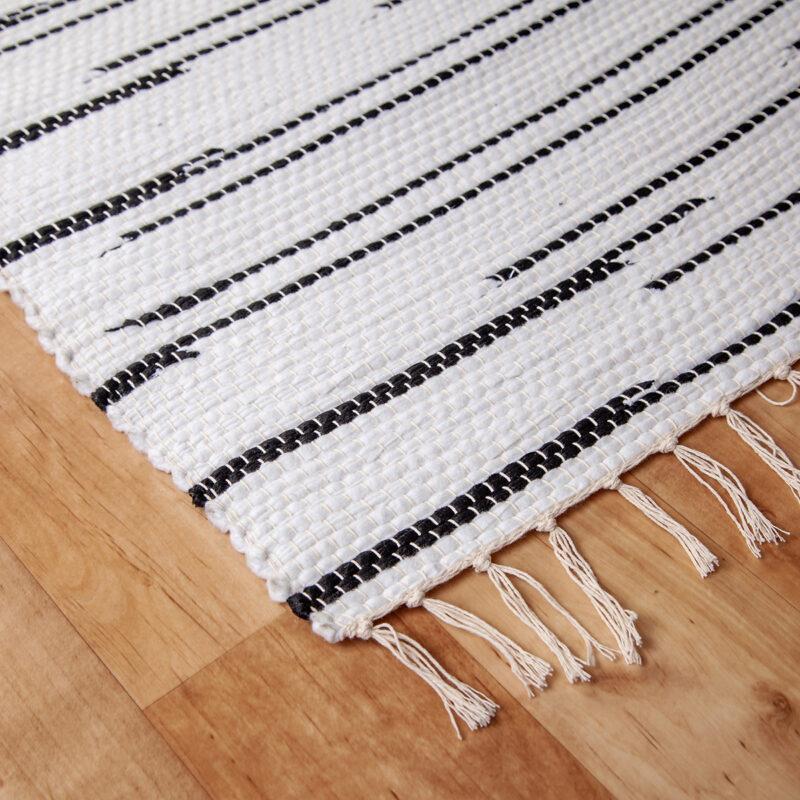 Fehér-fekete rongyszőnyeg - sarok
