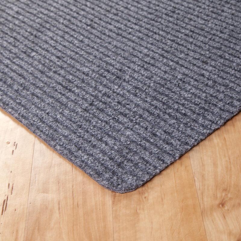Gumis filc lábtörlő 70×120 cm – Világosszürke színben bordázott mintával - sarok