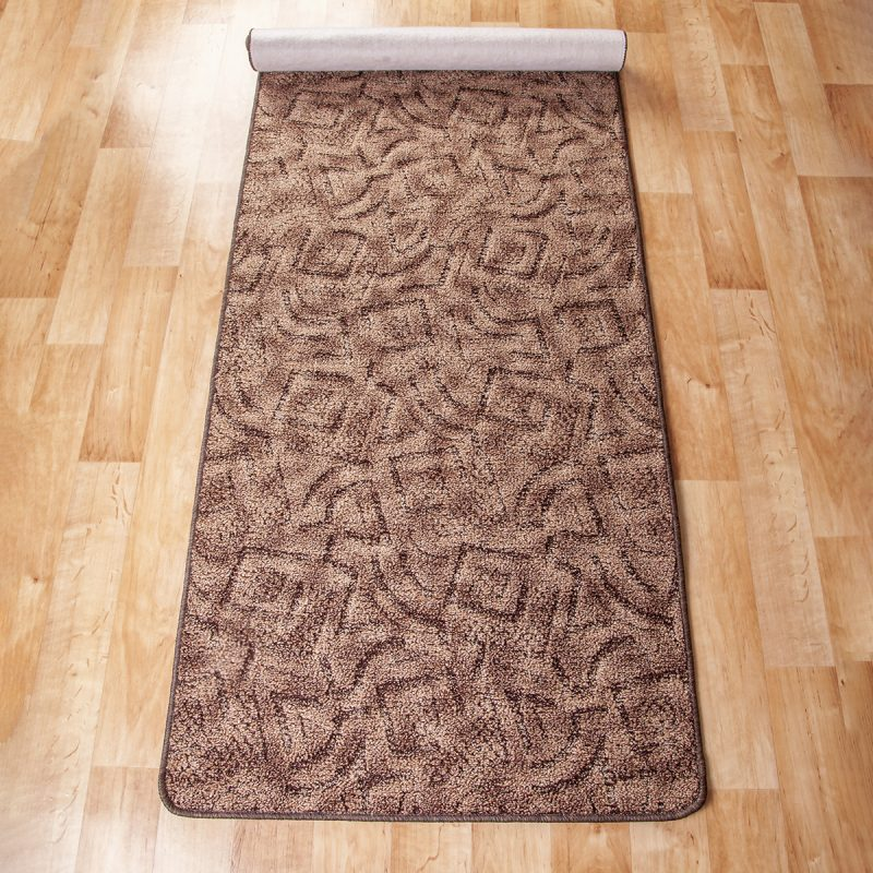 Szegett szőnyeg - Barna színben absztrakt mintával - feltekert