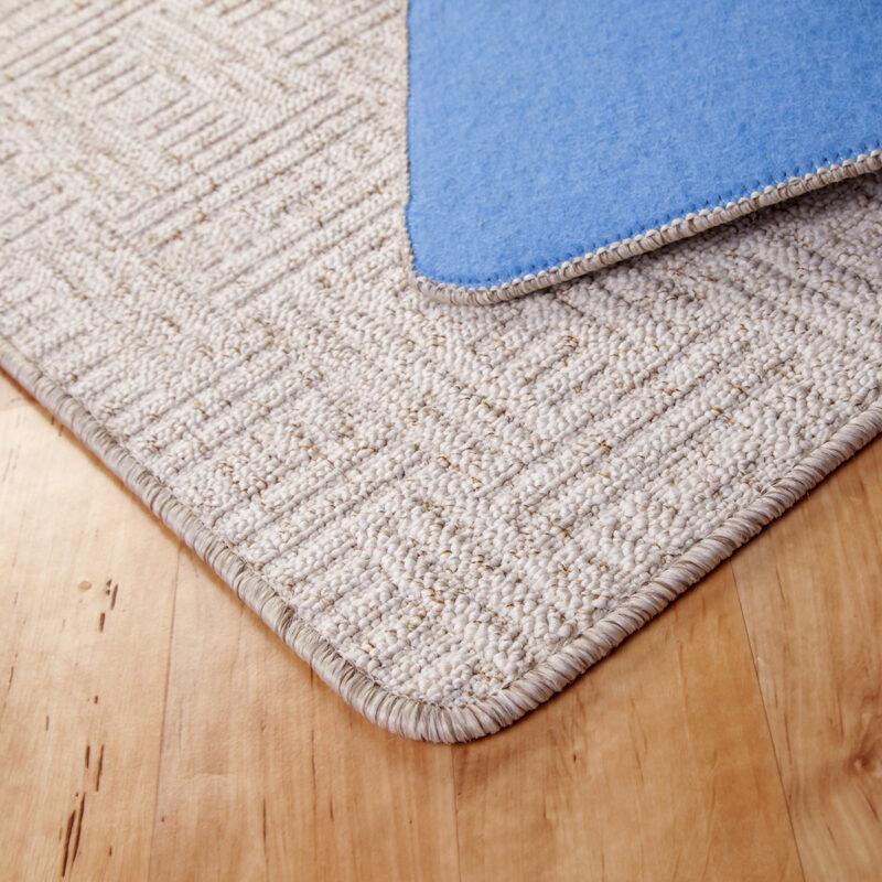 Szegett szőnyeg - Fehér színben négyzet mintával - hátoldal