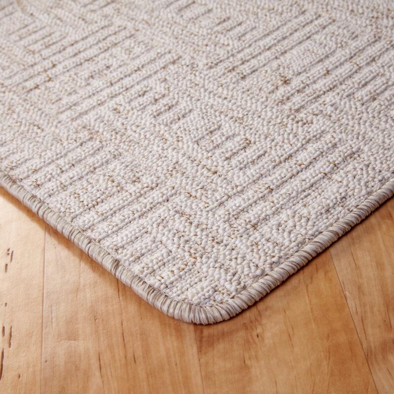Szegett szőnyeg - Fehér színben négyzet mintával - sarok
