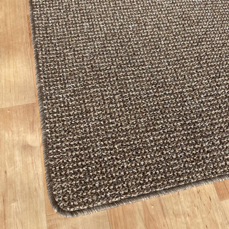 Szegett szőnyeg - Barna színben, apró mintával - sarok