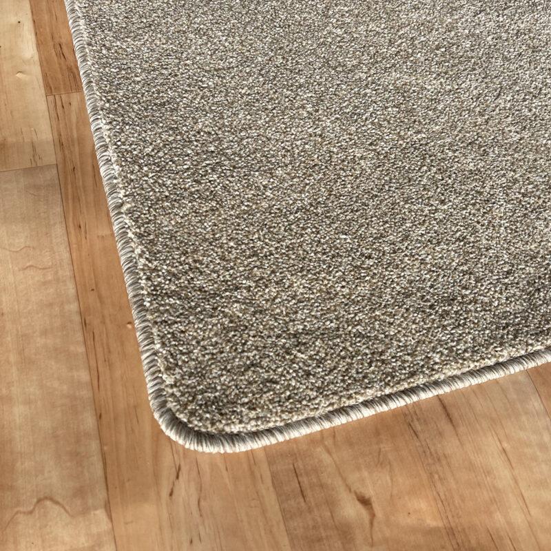 Szegett szőnyeg - Beige színben, melírozott mintával - sarok